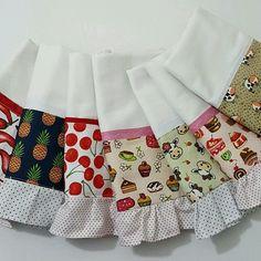Kit com 7 estampas variadas... Pano de Prato em sacaria (72x45cm) Com aplicação de tecido e babado. Foto ilustrativa.....