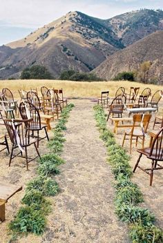 With all the glam allure around weddings, sometimes we have to take a moment and appreciate the natural wonder mountain wedding ideas in the great outdoors.