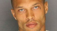 Una foto deJeremy Meeks, de 32 años, se hizo viral tras ser condenado en febrero del año pasado a pasar dos años en la cárcel por posesión ilegal de armas. Y tras un poco más de un año, Meeksacab…