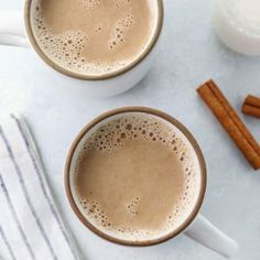 easy chai latte in two mugs