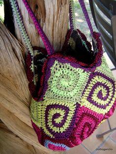 Sprial bag by ClothoGancho (in french- Google translate works wonders) ♥ #crochet #yarn #crafts
