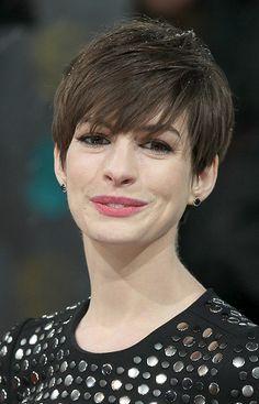 Anne Hathaway-Head Turning Short Haircuts l www.sophisticatedallure.com