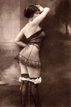 vintage boudoir 1903