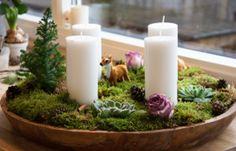 Adventskrans med mos, roser og sukkulenter