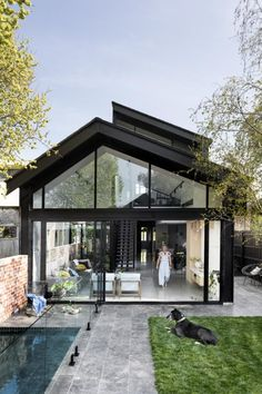 modern glass house architecture A modern extension that contrasts with its heritage facade All the colours really pop in our photo shoot with haymespaint! House With Porch, My House, Style At Home, Facade House, House Facades, House Extensions, Exterior Design, Exterior Paint, Modern Architecture