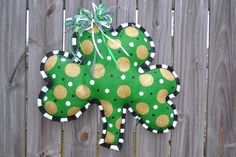 Shop for on Etsy, the place to express your creativity through the buying and selling of handmade and vintage goods. Burlap Door Decorations, Burlap Door Hangers, Burlap Crafts, Weekend Projects, St Patricks Day, Art Projects, Holiday Decor, Holiday Ideas, Arts And Crafts