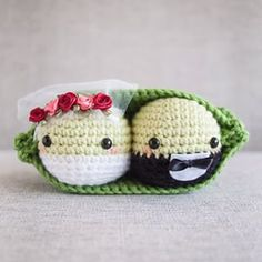 Bride and groom ~ we bet there are many beautiful weddings this summer and many sweet newly weds but who will take home this darling peas set? Crochet Cactus, Crochet Food, Crochet Gifts, Free Crochet, Crochet Wedding Gifts, Crochet Things, Amigurumi Patterns, Crochet Patterns, Crochet Ideas