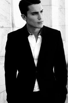 Spanish actor Álex González, known for his role in 'X-Men: First Class', looking sharp in #EmporioArmani