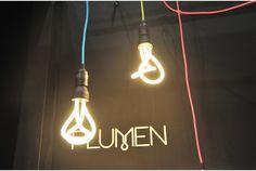 HULGER's 「PLUMEN 001 BULB」      どの角度から見てもシンメトリーなんだ!手で曲げたようなカタチながら、実は蛍光灯なHULGERの「PLUMEN 001 BULB」...