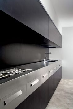 Cocina en punto de fuga  #cocinas #kitchens  #dark_kitchen #large…