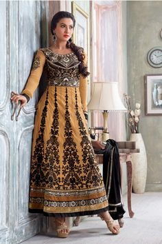 Bollywood Diva Gauhar Khan Stylish Salwar Kameez