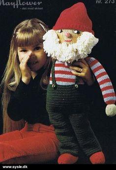 273 Mønster: Strik/hækl 70cm STOR nisse *Garn* Chrochet, Knit Crochet, All Things Christmas, Christmas Crafts, Christmas Stockings, Christmas Sweaters, Crochet Baby Toys, Christmas Knitting, Crochet Christmas