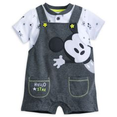 Dans ce magnifique ensemble à l'effigie de Mickey Mouse, Bébé fera à coup sûr sensation ! Confectionné en jersey tout doux, il arbore un motif de Mickey en appliqué, de jolis boutons en forme d'étoile et le texte « Hello Star » (« Salut l'étoile ») brodé.