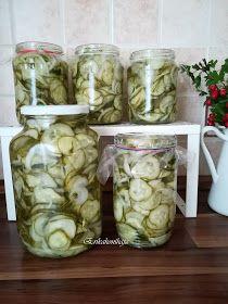 Erika konyhája: SVÉD UBORKASALÁTA Pickles, Cucumber, Mason Jars, Food, Red Peppers, Essen, Mason Jar, Meals, Pickle