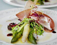 Happy Birthday Norway!  17. mai menu   FORRETT: Nydelig asparges med frisk salat og skinke.
