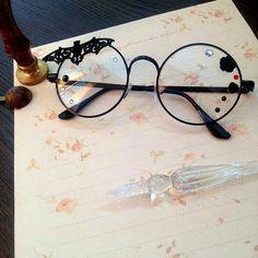 Funky Glasses, Cool Glasses, Glasses Frames, Round Lens Sunglasses, Sunglasses Women, Vintage Sunglasses, Fashion Eye Glasses, Womens Fashion Online, Sunglass Frames