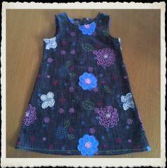 Jurk in jeansstof met opgenaaide bloemen Voor de kleindochter
