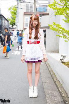 Harajuku Girl in Miauler Mew Lace Top