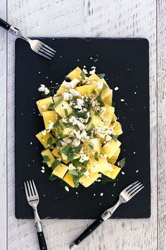 Yellow Watermelon Salad with Mint. Looking for a quick refreshing summer salad that packs a punch? You can't go wrong with our 3-ingredient yellow watermelon salad with crumbly feta and refreshing mint! Quick Salad Recipes, Watermelon Salad Recipes, Watermelon And Feta, Summer Salad Recipes, Salad Dressing Recipes, Side Recipes, Summer Salads, Healthy Recipes, Mint Salad