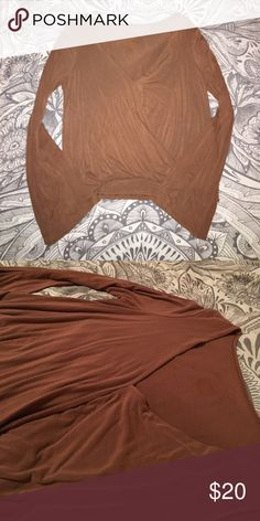 NWOT AE flare sleeve top NWOT AE flare sleeve top. Worn once. Looks great on all skin and hair colors! American Eagle Outfitters Tops Blouses