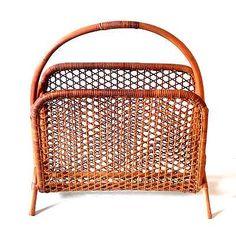素敵な古い籐マガジンラック 新聞もたたまずに入れれます! http://dormitorica.com/?pid=91618128