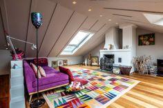 Den Teppich hat Barbara selbst entworfen und durfte bei der Fertigung zuschauen. In ihm sind 72 Farben verarbeitet.