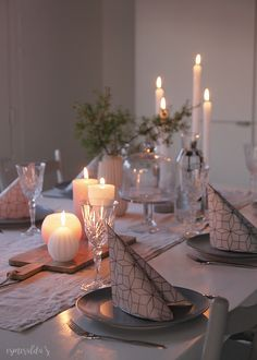 Esmeralda's Blog Family Christmas, White Christmas, Christmas Diy, Christmas Wreaths, Decoration Table, Xmas Decorations, Deco Table Noel, Christmas Table Settings, Candels