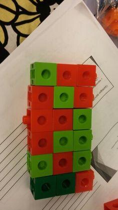Tee kahdella eri värillä kolmen korkuisia torneja. Kaikki ovat erilaisia. Open tienviitta s.155.
