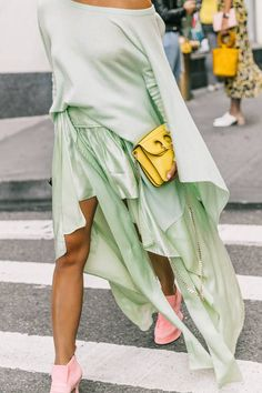 Parisienne: MAXI SKIRT OUTFITS, all sage green outfit with blush pink suede shoes and a small JW Anderson yellow bag, Mint Green Outfits, Mint Green Dress, Mint Green Fashion, Pastel Outfit, Love Fashion, Girl Fashion, Fashion Outfits, Fashion Trends, Best White Sneakers