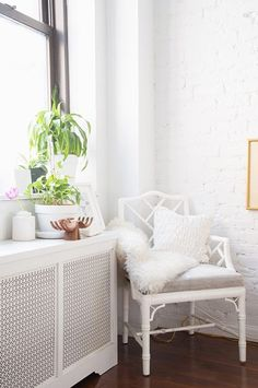 It's official: we found the cutest studio apartment around with the BEST minimalist styling tricks