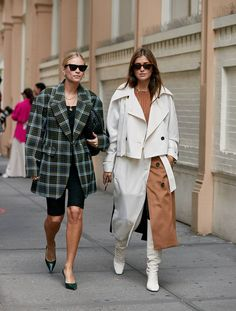 May 2020 - See the latest fashion trends and best street style captured at New York Fashion Week Spring/Summer Best Street Style, Street Style Outfits, New York Fashion Week Street Style, Cool Street Fashion, Street Style Looks, Chic Outfits, Fashion Outfits, Fashion Fashion, Runway Fashion