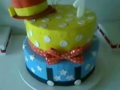Bolo fake Palhaço/circo by Arte Excelence Bolo Fake, Pudding, Videos, Desserts, Food, Craft, Tailgate Desserts, Fake Cake, Deserts