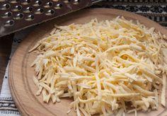 Încercați rețeta de khachapuri rapide din bucătăria georgiană - o gustare delicioasă ce vă potolește foamea imediat! - Bucatarul.tv Coconut Flakes, Spices, Food, Salads, Spice, Essen, Meals, Yemek, Eten