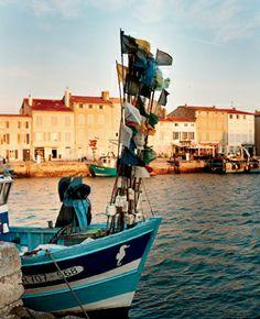 Saint-Martin-de-Ré, Ile de Ré, Poitou-Charentes www.visit-poitou-charentes.com/en/La-Rochelle-Ile-de-Re/Ile-de-Re