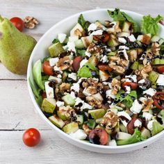 Salade met peer, geitenkaas en balsamicoglazuur – Foodie Feest Veggie Recipes, Salad Recipes, Cooking Recipes, Healthy Recipes, Tapas, I Love Food, Good Food, Easy Diner, Lunch Restaurants
