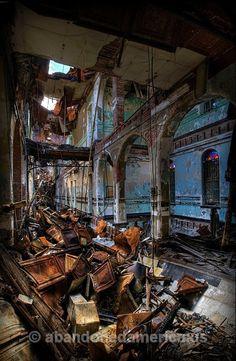 Photo taken at Algonquin River State Hospital. Full gallery online at abandonedamerica.us.