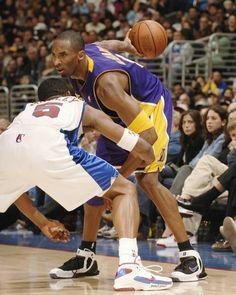 Kobe Bryant And Wife, Kobe Bryant 8, Kobe Bryant Family, Lakers Kobe Bryant, Dear Basketball, Bryant Basketball, Basketball Pictures, Jordan Basketball, Basketball Legends
