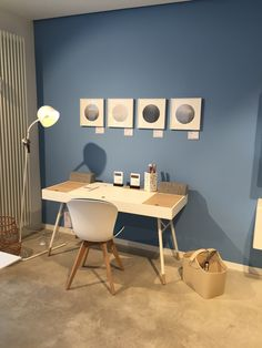 Blue skyes in combination with a blue wall >>> BoConcept Regensburg >>> Pablo & Paul #weloveart