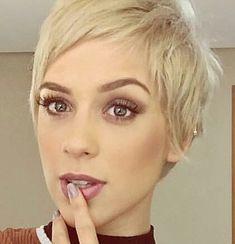 @sophiaabrahao #pixie #harcut #shorthair #h #s #p #shorthaircut #blondehair #b #hair #blondeshavemorefun #platinumhair #blonde #haircuts