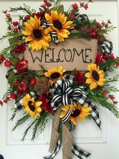 Summer or Fall Sunflower Burlap Mesh Wreath by WilliamsFloral on Etsy Fall Crafts, Holiday Crafts, Diy Crafts, Wreath Crafts, Diy Wreath, Wreath Ideas, Wreath Making, Deco Mesh Wreaths, Holiday Wreaths