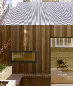 creates large lateral spaces that can enjoy a more direct relationship with the South facing garden and interplay with the rear new build annex. The use of flush glazing, contemporary openings and consistent materials link the new elements together so tha