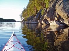 Tourism guide to Finland. A travel guide to the best attractions in Finland in summer and winter. Things to see and do when traveling in Finland. Finland Travel, Hiking Routes, Lake Beach, Rocky Shore, Canoe, Kayaking, Places To Travel, Tourism, National Parks