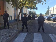 Família despejada de bairro em Lisboa vai pernoitar na rua com 2 filhos