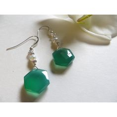 Green Onyx Earrings, Pearl Earrings, Faceted Hexagon Freshwater Pearl... (€42) ❤ liked on Polyvore featuring jewelry, earrings, freshwater pearl earrings, green onyx earrings, pearl earrings, sterling silver round earrings and birthstone jewelry