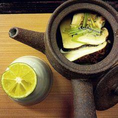 #Japan #japanesecuisine #japanesefood #kaiseki #food #foodporn #cuisine #autumn #autumnfood #japanesecitrus #citrus #matsutake #dobinmushi #japanesesoup #washoku by madoka_madu