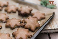 Perníkové hviezdičky s rumovou polevou - Sisters Bakery Baking Recipes, Bakery, Sisters, Cookies, Desserts, Archive, Food, Basket, Cooking Recipes
