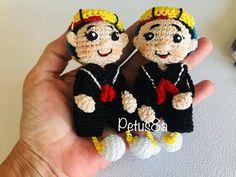 Vecindad del Chavo 8 - YouTube Crochet Dolls, Crochet Hats, Gisele, Funny Kids, Crochet Earrings, Christmas Ornaments, Youtube, Crochet Cats, Amigurumi Patterns