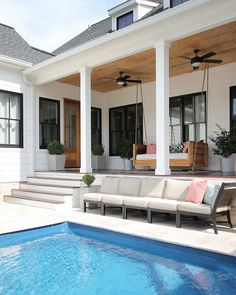 Most up-to-date No Cost Modern Farmhouse pool Style Country chic living's come quite a distance since Eva Gabor landed on Green Acres from life in a g Modern Farmhouse Exterior, Farmhouse Interior, Modern Farmhouse Style, Farmhouse Homes, Kitchen Interior, Modern Porch, Interior Modern, Living Pool, Outdoor Living