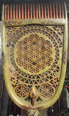 Distaff comp made for bridal gift. Flower of Life and six petal rosette motif came from Western Europe via Sweden to the costal Finland. It was carved with a knife to the wood. Decoration was meant for good luck and fortune. Sacred Geometry Art, Sacred Art, Arabesque, Chip Carving, Seed Of Life, Spirited Art, Flower Of Life, Patterns In Nature, Bridal Gifts