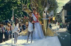 1e Zomercarnaval (Antilliaans carnaval) 1983, Utrecht   analoge diapositief kleurenfotografie, gescand van film op 4000 dpi door studio Care Graphics   © Charley van Doorn archief - outdoors photography - straatfotografie © Utrecht, Street View, Studio, Film, Mardi Gras, Movie, Study, Film Stock, Cinema